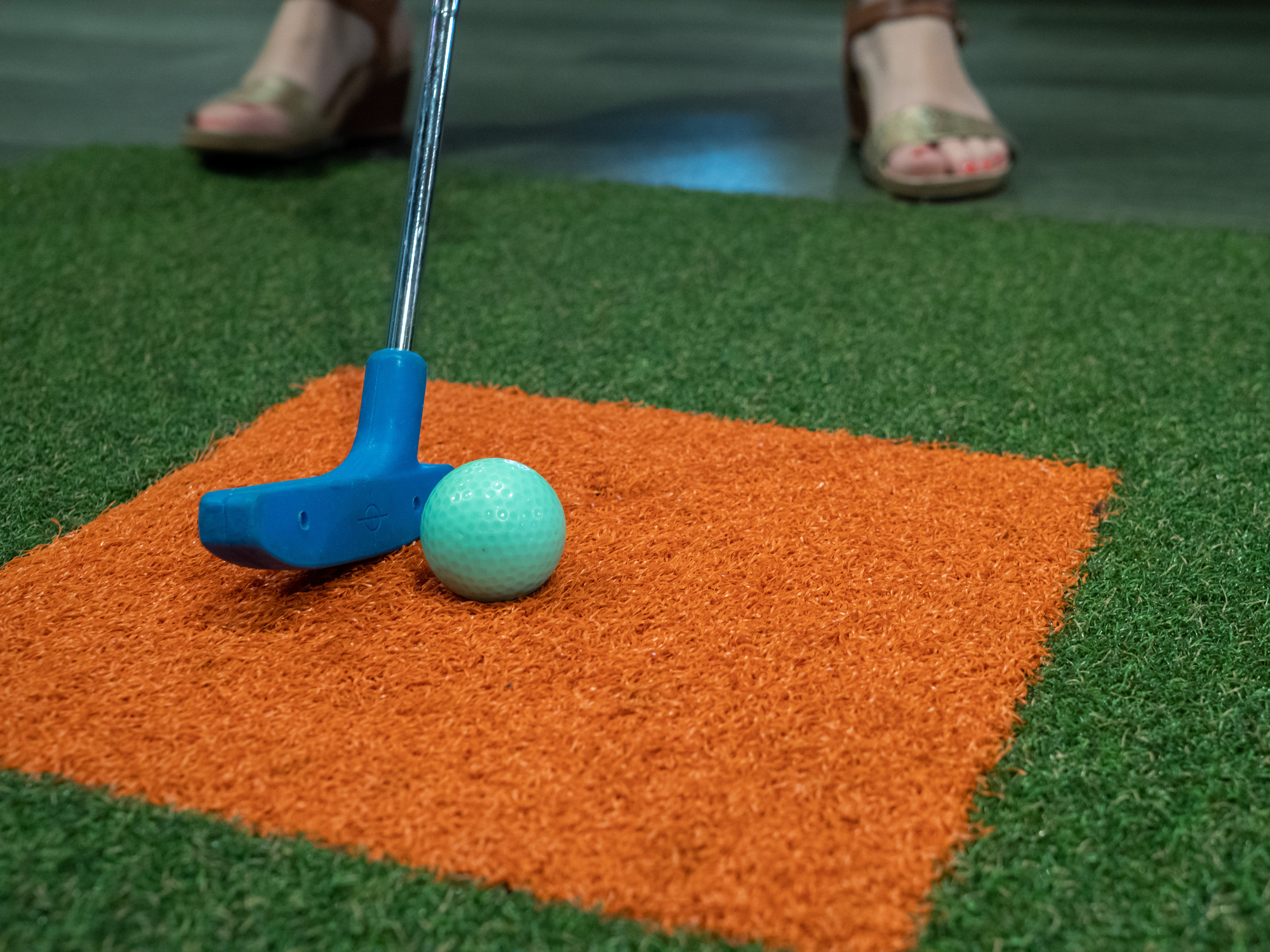 Your Over-the-Top Guide to Proper Mini-Golf Putting